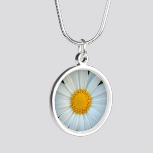 Standout Daisy  Silver Round Necklace