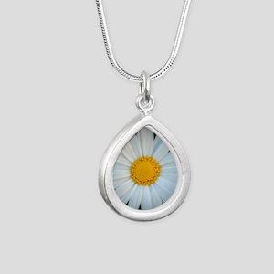 Standout Daisy  Silver Teardrop Necklace