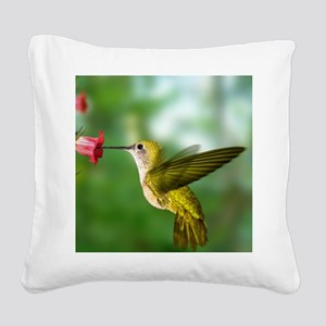 Hummingbird in flight Square Canvas Pillow