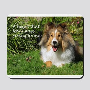 A heart that loves stays young forever Mousepad