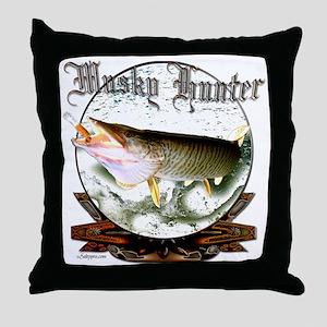 Musky hunter a Throw Pillow