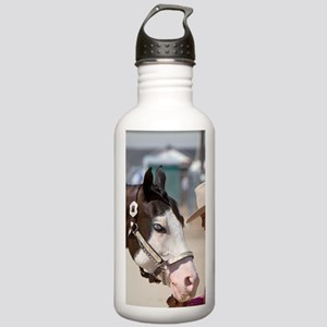 Girl showing her Pinto Stainless Water Bottle 1.0L
