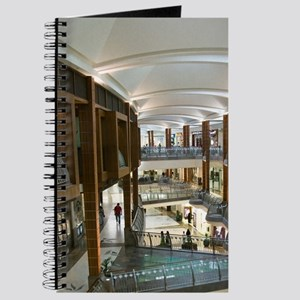 Bur Dubai. Bur Juman Centre Mall / Interio Journal