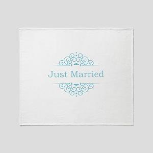 Just married in blue Throw Blanket