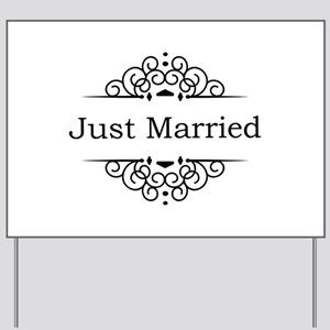 Just Married in Black Yard Sign