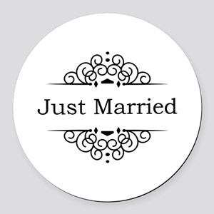 Just Married in Black Round Car Magnet