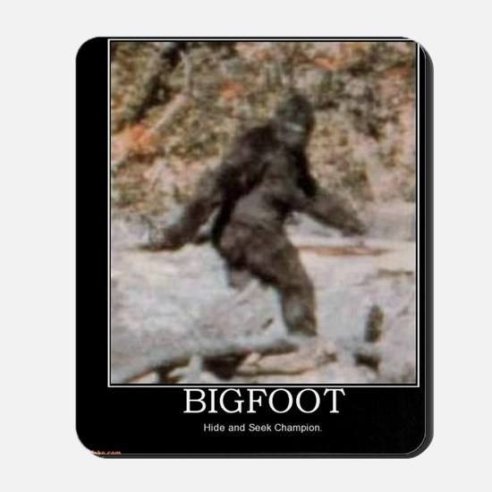 bigfoot-big-foot-hide-and-seek-demotivat Mousepad