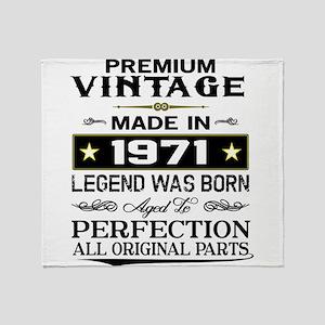 PREMIUM VINTAGE 1971 Throw Blanket