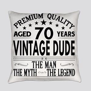 VINTAGE DUDE AGED 70 YEARS Everyday Pillow