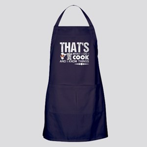I Cook And I Know Things T Shirt Apron (dark)