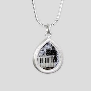 keyboard-sitting-cat-orn Silver Teardrop Necklace
