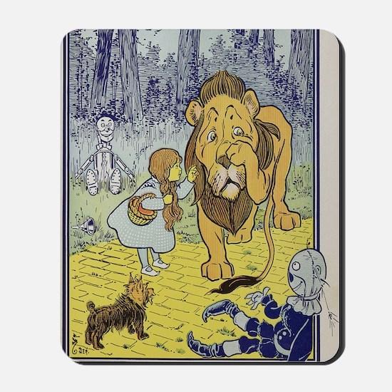 Cowardly_lion2-Dorothy-Wizard-Oz-1901-10 Mousepad
