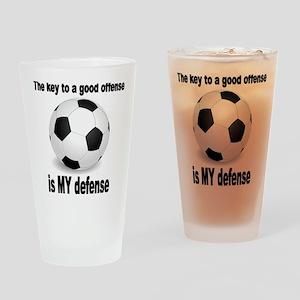 SOCCER key to go offense black lett Drinking Glass