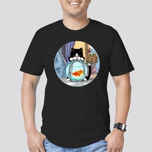 Cat Spying on Fish Men's Fitted T-Shirt (dark)