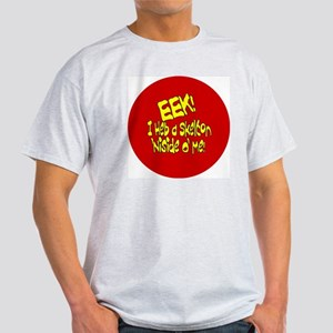 EEK.BUTTON Light T-Shirt