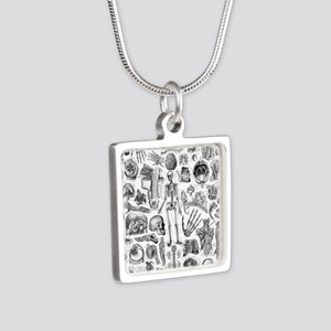 anatomy_W_queen_duvet Silver Square Necklace
