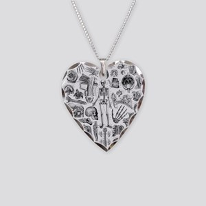 anatomy_W_queen_duvet Necklace Heart Charm