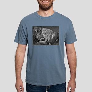 orangutans-sharing-an-apple T-Shirt