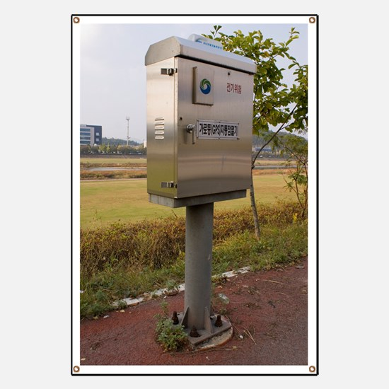 Traffic control cabinet with GPS Banner