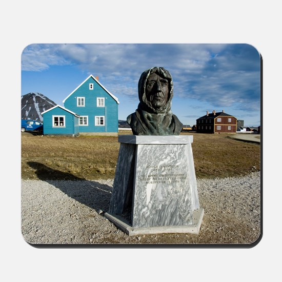 Statue of Roald Amundsen Mousepad
