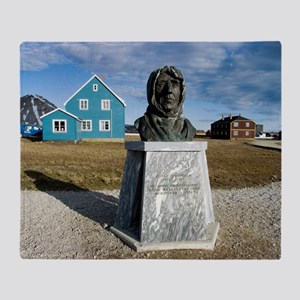 Statue of Roald Amundsen Throw Blanket
