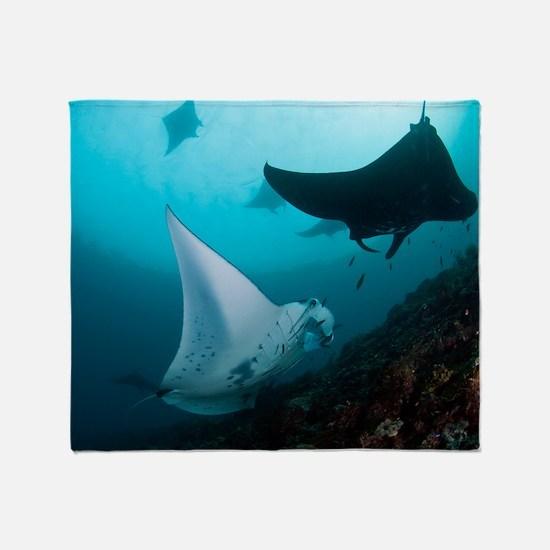 Manta rays Throw Blanket