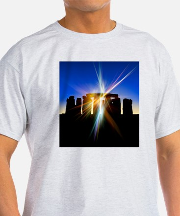 Light flares at Stonehenge, artwork T-Shirt