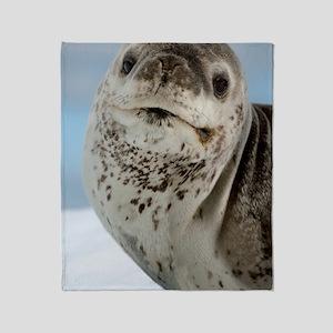 Leopard seal Throw Blanket