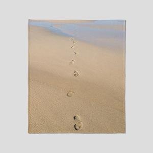 Footprints in sand Throw Blanket