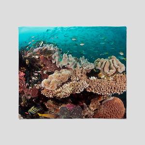 Coral reef community Throw Blanket