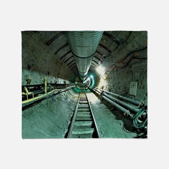 Access tunnel Throw Blanket