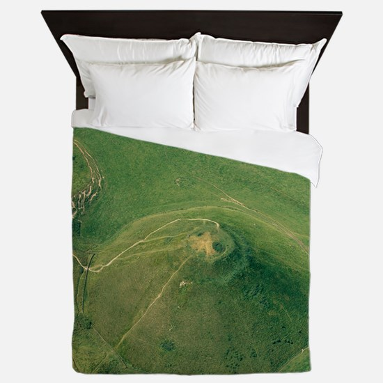 Silbury Hill, Wiltshire, UK Queen Duvet