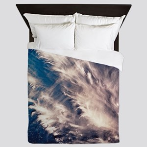View of long cirrus clouds over Atlant Queen Duvet