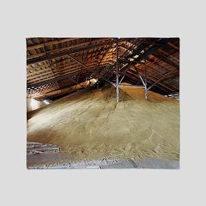 Grain barn Throw Blanket