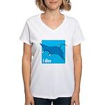 i dive manta Women's V-Neck T-Shirt