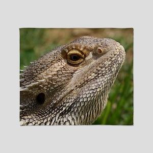 Beautiful Bearded Dragon on Grass Cl Throw Blanket