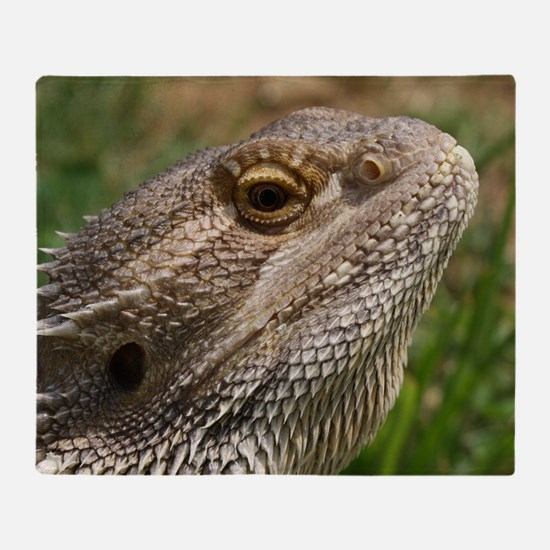 Beautiful Bearded Dragon on Grass Cl Throw Blanket