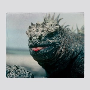 Marine iguana Throw Blanket