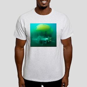 Robot submarine ALIVE Light T-Shirt