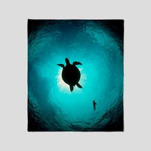Turtle swimming Throw Blanket