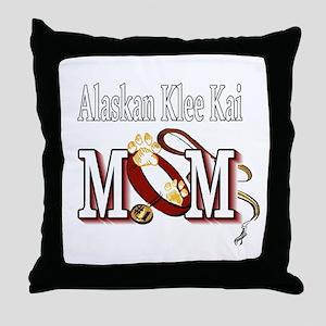 alaskan klee kai mom darks Throw Pillow