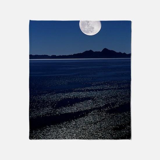 Moonrise over sea Throw Blanket