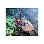 hawaiian green sea turtle Throw Blanket