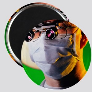 Surgeon with magnifying lenses for microsur Magnet