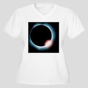 Total solar eclip Women's Plus Size V-Neck T-Shirt