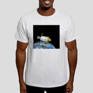 Apollo spacecraft orbiting Earth, ar Light T-Shirt