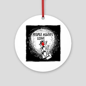 Tous le monde meurt un jour (People Round Ornament