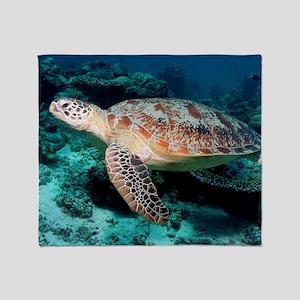 Green turtle Throw Blanket