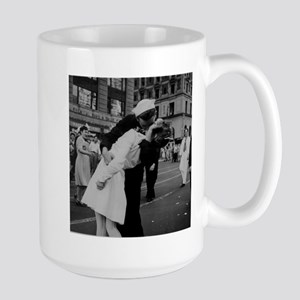 """the Kiss"" WWII Large Mug"