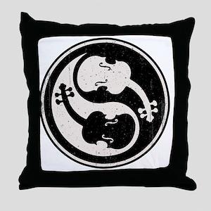 viol-yang4-T Throw Pillow